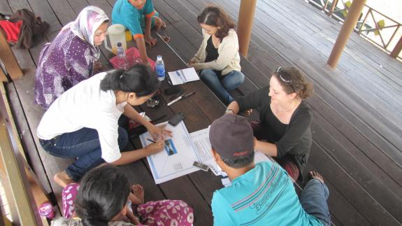 A focus group in Kereng Bangkirai. Photo by Sara Thornton.